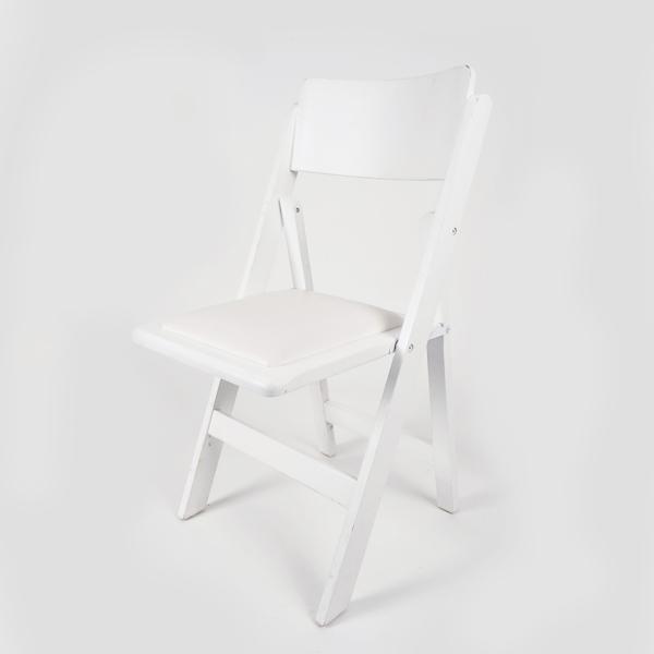 כסא עץ לבן – כרית לבנה