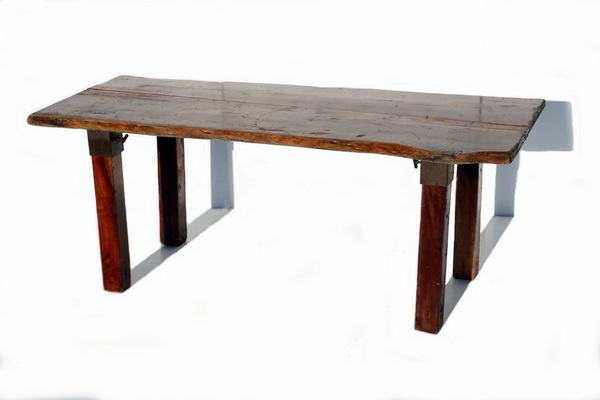 שולחן אקליפטוס