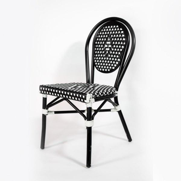 כיסא ראטן שחור לבן
